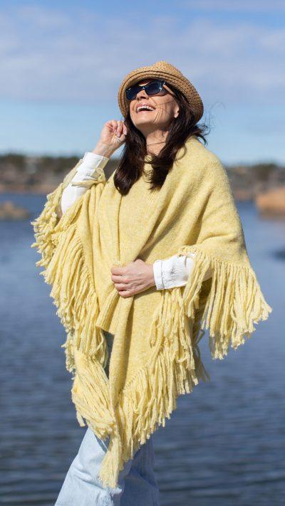 Daisy sjal i gult fra Dehn Design AS