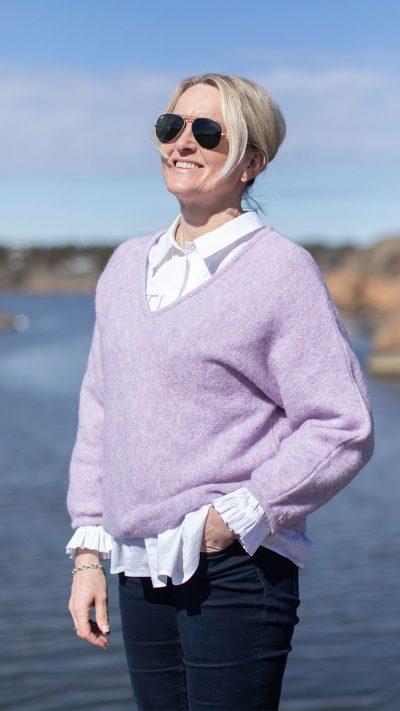 Ella genser i lilla fra Dehn Design AS