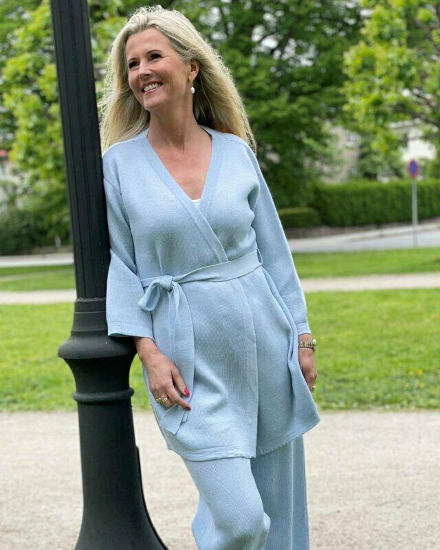 Kimonora kimono i lys blå - Dehn Design AS