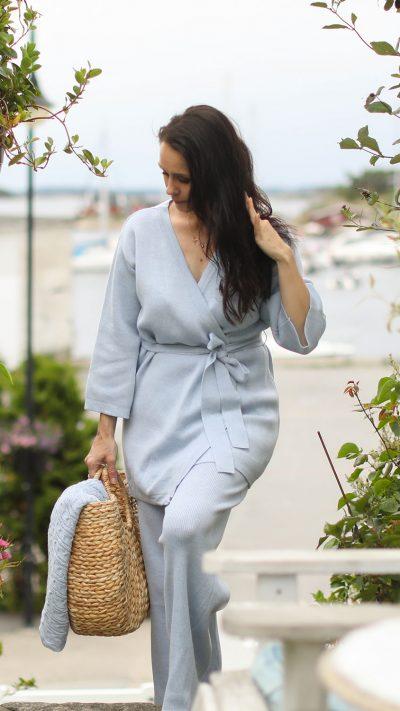 Kimonora kimono og Vicky slengbukse i blå - Dehn Design AS