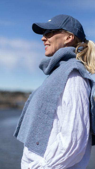 Stella hals i lys blå fra Dehn Design AS